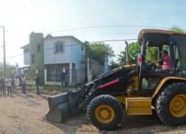 Alcalde Fernando Yunes Márquez da arranque a obra de pavimentación en la colonia Reserva 2