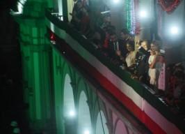 Dirige grito de Independencia alcalde Fernando Yunes Márquez, ante más de 5  mil asistentes