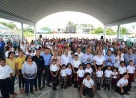 Entrega alcalde Fernando Yunes Márquez mobiliario y equipo a escuelas de Veracruz